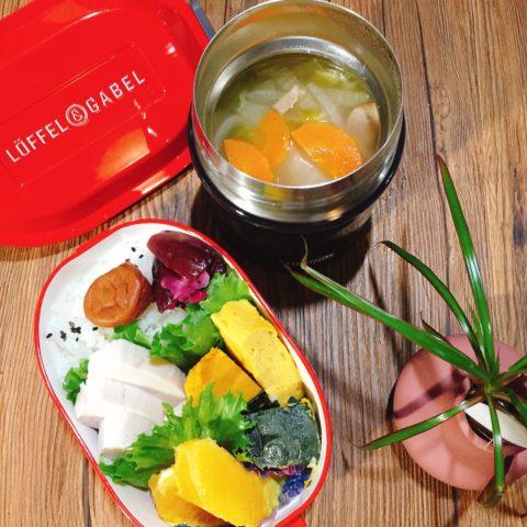野菜スープにサラダチキンの弁当
