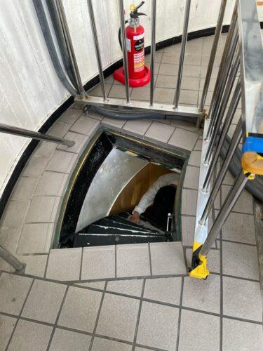 展望デッキへの階段