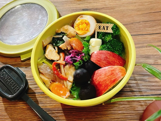 野菜とサラダチキンの丼弁当